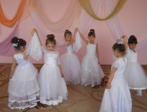 Танцювальна група Грицівського ясел-садка «Смайлик» виконала танець «Ніжність»