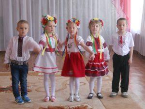 Учасники фестивалю -  ДНЗ «Калинка» с. Лотівка